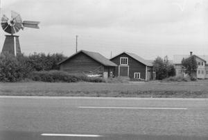Äldre bild från Odensala som visar gården och den vindkraftsdrivna pumpen. Fotograf okänd / Arkiv Gamla Östersund