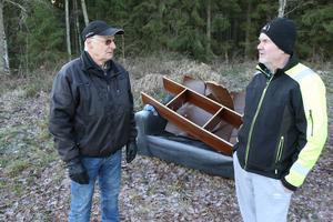 Nils-Rune Karlsson Sten Larsson  vill se ett slut på nedskräpningen i skogen.