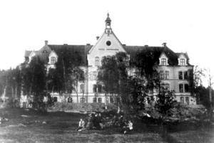 Sköns fattiggård står klar 1891. Bild: Västernorrlands museum