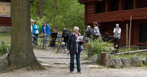 Christina Michael berättar om pensionärsorganisationens historia i Köping.