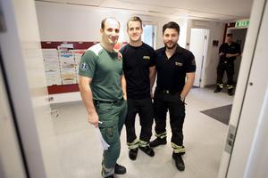 Ilhan Demir, stationschef på ambulansen, Richard Axéll, brandman Daniel Gorgis, brandman har träffat elever för att prata om att ett busstreck kan kosta en annan människas liv.