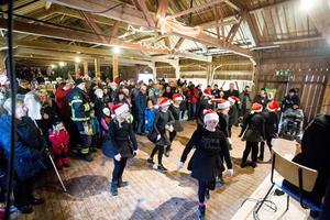 Elever från kulturskolan lussade och dansade på julmarknaden i Hallstahammar. Foto: Lennye Osbeck