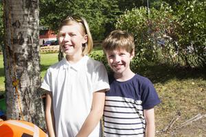 Bröderna Edvin och Arvid Nordlander var glada över att ha fått klättrat i trädet.