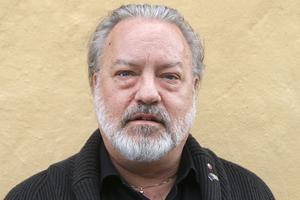 Robert Uitto är en veteran inom länets regionala utvecklingsarbete. Nu kandiderar han själv för en plats i Europaparlamentet för Socialdemokraternas räkning.