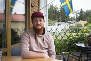 Lars-Erik tycker att drömmålet är att en kille till exempel ska kunna komma hem och säga att han har en pojkvän och bli bemött med samma reaktion som om det hade varit en flickvän.  - Om nån måste säga