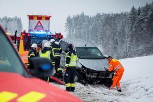 Initialt larmades både räddningstjänst, polis, fem ambulanser samt ambulanshelikoptern.