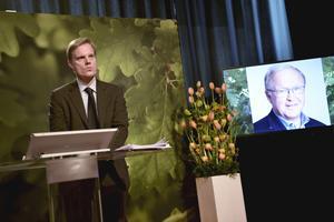 Jens Henriksson, vd Swedbank, och styrelseordförande Göran Persson (via telefonlänk) kommenterar slutrapporten om Swedbanks penningtvätt under en pressträff på bankens huvudkontor i Sundbyberg.