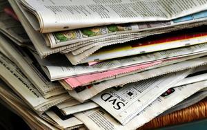 Är dagstidningarna snart ett minne blott och vem eller vad ska fylla deras oumbärliga funktion för demokratin när de är borta?  Foto: Hasse Holmberg/ SCANPIX