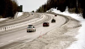 Bilen är viktig för svenskarna, skriver debattörerna.