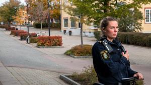 Rebecca Augustin är en av områdespoliserna som patrullerar extra mycket de kommande tre veckorna – och särskilt då bland ungdomarna på byn.