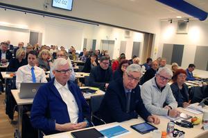 Vi anser att  tydliga regler, snarare än diffusa traditioner, måste gälla för val av ordförandeposter i fullmäktige och nämnder till kommande val, skriver Johan Österberg och Björn Rudolfsson.