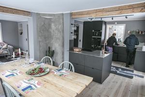 """""""Jag älskar det nya köket. Det blev supertrevligt, man kan sitta och hänga och laga mat tillsammans"""", säger Sara Hector."""
