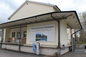 På Vattencentrum i Norrtälje finns en utställning över olika minireningsverk och här får man även rådgivning.