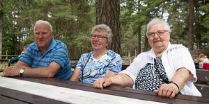 Stig Blomgren, Stina Blomgren och Laila Johannesson uppskattade den tillfälliga folkparken.