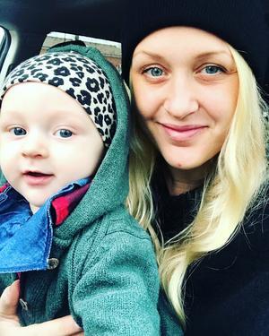 Sonen Jack är prio ett för Evelina Gunnarsson. Med en egen yogastudio kommer värdefull tid att sparas, som annars hade gått åt till att fara mellan olika yogalokaler. Foto: Privat