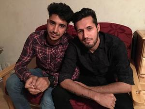 Heydar Tajik och Hamed Noori berättar att de blivit trakasserade för sin homosexualitet.