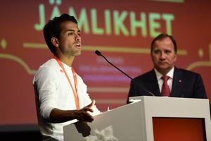 Om Socialdemokraterna ska överleva behöver partiet lyssna på förslagen från sitt ungdomsförbund. På bilden håller SSUs ordförande Philip Botström tal när statsminister Stefan Löfven (S) besöker SSU-kongressen i Älvsjö 2017. Foto: Maja Suslin / TT.