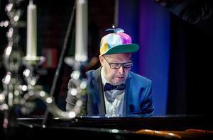 """""""Musiken har varit ett substitut för kärleken i en parrelation"""", säger Anders Holtz."""