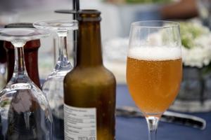 Svenskarna dricker mer under semestermånaderna. Foto: Christine Olsson/TT