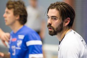 VästeråsIrstas sportchef Andreas Bamberg för diskussioner med tre ytterligare spelare till den kommande säsongen.