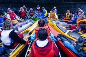 Från 1980-talet och ett par decennier framåt fick Djuråsskolans nior ge sig ut på strapatsfyllda och flera dagar långa kanotutflykter. Foto: Ragnar Nyberg