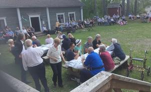 Många besökare firade nationaldagen på Hammerdals hembygdsgård. Foto: Britt Zackrisson