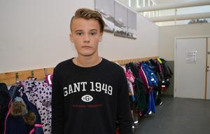 Linus Andersson blev för några dagar sedan bestulen på sin jacka utanför matsalen på skolan.