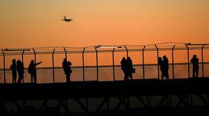 Har inte dalfolket tagit till sig av budskapet om att vi inte bör fortsätta med miljödåliga flygresor, undrar insändarskribenten. Foto: TT