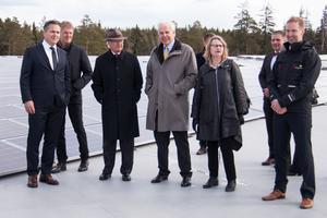 Kungen med bland andra Pär Svärdson, Anders Wall och Marie Wilén på Apoteas tak.