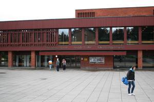 Domarhagsskolan och Karlfeldtgymnasiet kommer få sina lokaler genomsökta vid flera tillfällen under vårteminen. Foto: Annika Fredriksson