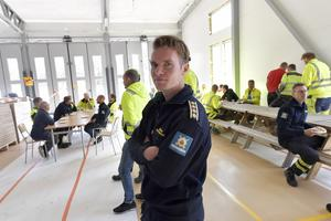 Brandchef Johan Szymanski på plats i nya brandstationen.