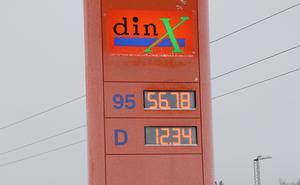De anmärkningsvärda literpriserna på bensin och diesel korrigerades när tekniken började fungera under tisdagskvällen.