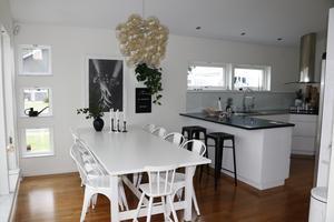 Matplatsen är lite som en del av både köket och vardagsrummet.