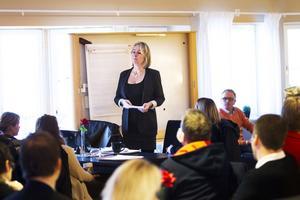 Carina Janars från Ljusdal i centrum vill att företagare ska utveckla mer samarbete i ett nytt samverkansprojekt.