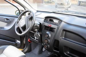 Förarmiljön bjuder på de vanligaste finesser som blivit standard i vanliga bilar.