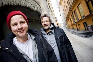 Love Antell är även gitarrist i återförenade Perssons Pack, tillsammans med originalmedlemmarna Per Persson och Magnus Lind.