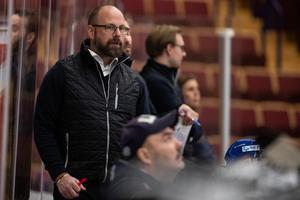 Lars Stenmark, tränare i Leksand, njöt av lördagskvällens 7–2-resultat mot Modo. Foto: Daniel Eriksson/Bildbyrån.