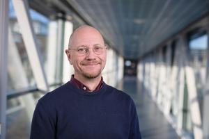 – Jens har på ett mycket pedagogiskt och strukturerat sätt hjälpt oss att utveckla vår kompetens och därigenom bidragit till att effektivisera vårt digitala arbetssätt, säger Mats Falck, Projektledare Umeå universitet Holding AB