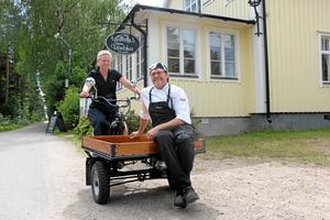 Nu vill Veronica och Johan Wilhelmsson hitta någon som kan ta över rörelsen på Vinön. – Annars är risken att min man övertalar mig att vi gör det ett år till, säger Veronica. Arkivbild.