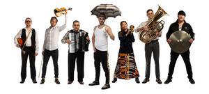 Tibble Transsibiriska med de nya medlemmarna Hiroko Nishikawa, Sergiusz Markowski och Anton Svanberg. Pressbild. Foto: Ola Höglund