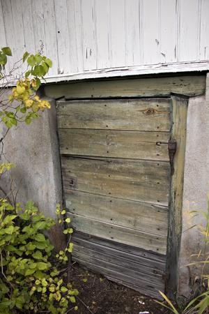 Under huset finns även en stor källaren – med stora källarspindlar.