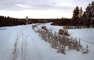 E4:an och järnvägen öppnades igen.på tisdagen. Foto: Lars Nyqvist Snökaos 1998