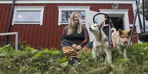 Trude Wirén bor på gården tillsammans med make, två barn, två katter och fyra hundar.