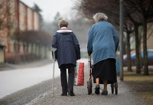 För fattigpensionärer (många kvinnor) är situationen särskilt allvarlig, men faktum är att stora grupper tvingas konstatera att pensionen är mindre än hälften av slutlönen vid 65 år.Foto: Fredrik Sandberg