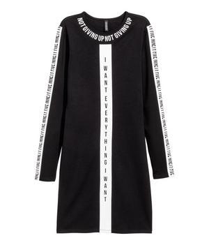 9. Jag ser i alla fall Jaden Smith bära den här. Trikåklänning med tryck, 249 kronor H&M. Finns upp till storlek 46.