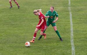 Erika Sjöström, Grycksbo IF, och Johanna Lagerlund, Malungs IF, i den livesända matchen mellan lagen från i våras.