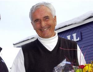 Ingemar Axelsson har utsetts till årets Gerremopristagare. På bilden avtackas han 2002 efter att varit Idre Fjäll trogen sedan 1968, först som VD och sedan som ordförande.