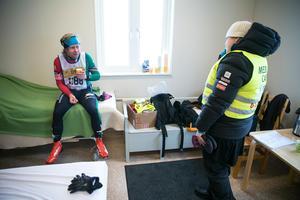 Johannes Jillerö från Trollhättan hade en tung dag. Han fick lov att bryta men fick varm dryck inne hos sjukvårdarna.