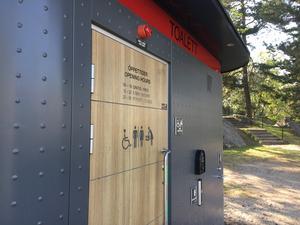 Den offentliga toalett som planeras vid stationen ska vara av samma robusta modell som den som finns i Stadsparken.