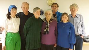 På bilden medverkande vid första Jamskkafét. Från vänster ser vi Karin Bränngård, Olle Eriksson, Ann-Marie Eriksson, Anna Österholm, Mikael Rahm, Eira Kunze Nilsson och John-Erik Johansson.  Foto: Camilla Olofsson